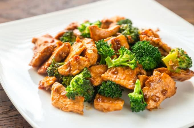 Receta de Saltado de brocoli con pollo peruano